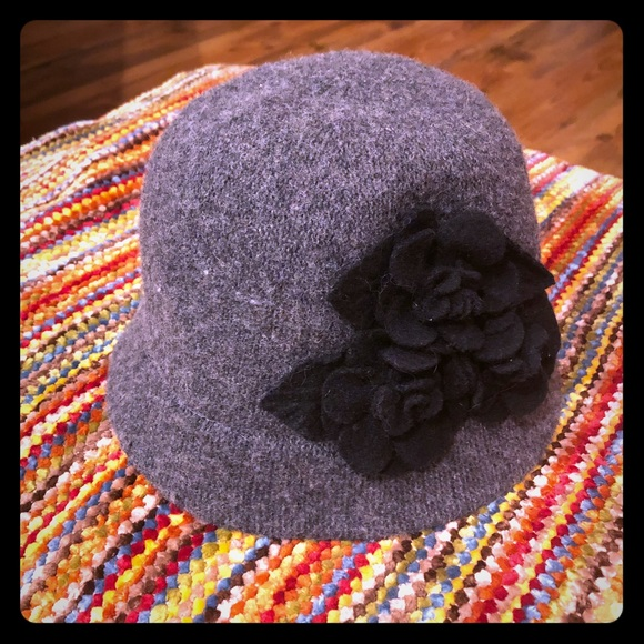 19e46690d2b Adorable chic fashionista hat! NWT. August Hats